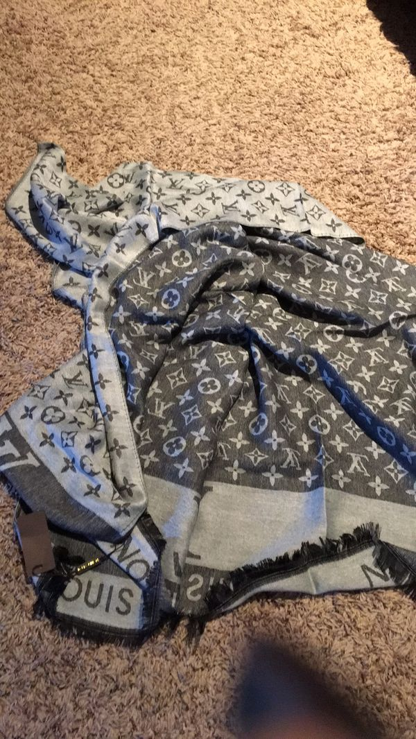 New authentic Louis Vuitton monogram gray scarf