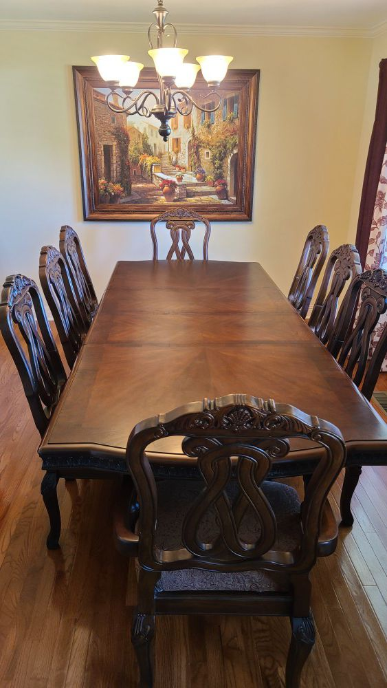 **PRICE DROP** MUST SELL ASAP! MAKE ME A REASONABLE OFFER! Beautiful Solid Wood Dining Table