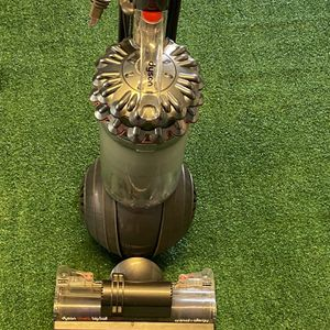 Dyson Cinetic Big Ball Animal + Allergy vacuum cleaner for Sale in Moreno Valley, CA