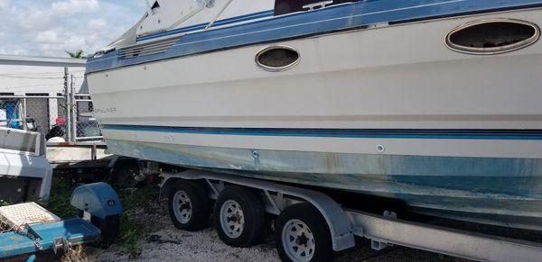 Boat, Bayliner cabin cruiser 29'