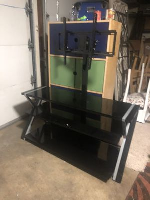 Beautiful. TV Stand. ( excellent) ( 50 inch long X 50 inch height for Sale in Everett, WA