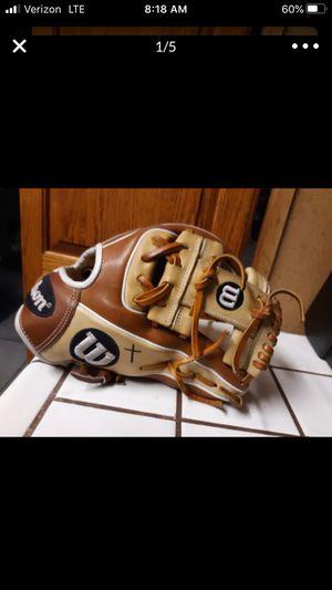 Wilson a2000 baseball glove for Sale in San Bernardino, CA