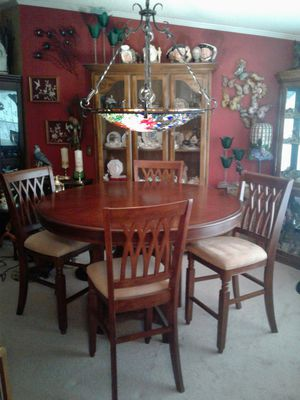 Dining Room Table and Chairs for Sale in Warner Robins, GA