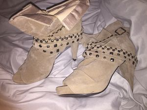 Woman's boots for Sale in Hamilton, OH