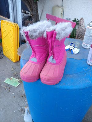 Snow boots for Sale in Ontario, CA