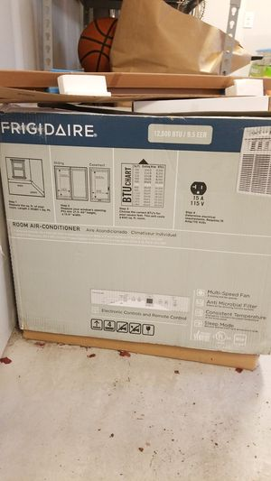 Frigidaire Window Mount AC 12K BTU, Excellent condition for Sale in Renton, WA