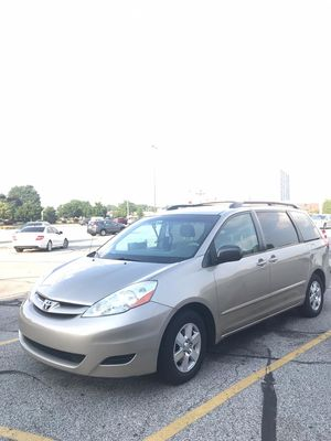 SIENNA LE , TOYOTA for Sale in Kent, OH