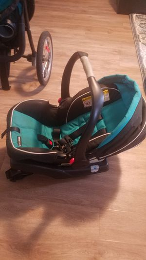 Graco car seat and base for Sale in Virginia Beach, VA
