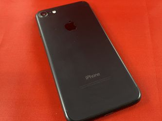iPhone 7 32GB Black Unlocked for Sale in Des Moines,  WA