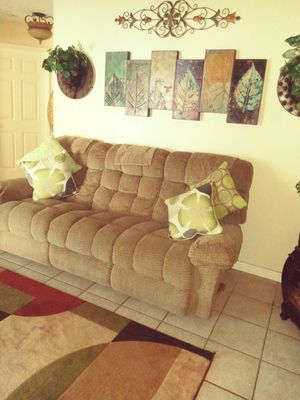 Reclining chair couch and love seat EXCELLENT CONDITION NO STAINS NI RIPS EXPENSIVE FURNITURE for Sale in Palm Bay, FL