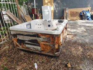 Free HOT TUB for Sale in Orlando, FL