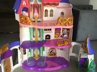 Free Doll House for Sale in Federal Way,  WA