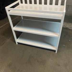 Like Neil baby changing table for Sale in Long Beach, CA
