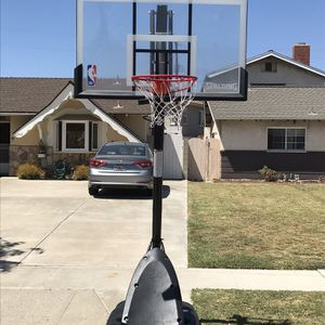 Spalding Basketball Hoop - FREE FOR PICKUP for Sale in Los Alamitos, CA