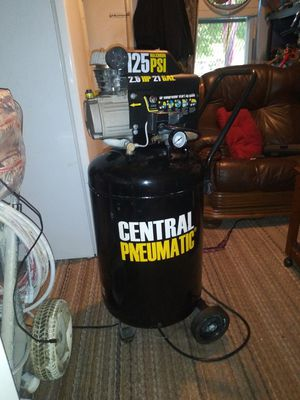 21 gallon air compressor only 2 hours run time prolly less for Sale in Baltimore, MD