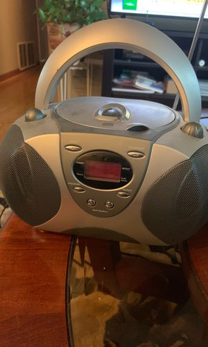 CD player with AM/FM radio for Sale in Wayne, IL