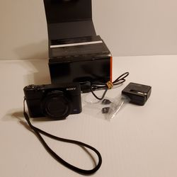 Sony DSC-RX100M3 Digital Camera with accessories - charger and battery. Comes with original box. for Sale in San Jose,  CA