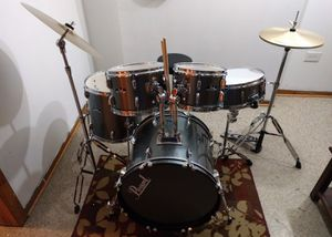 Pearl Roadshow 5 piece drum set with throne and sticks for Sale in Chicago, IL