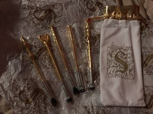 AUTHENTIC/ LIMITED EDITION STORYBOOK COSMETICS HARRY POTTER MAKEUP BRUSHES for Sale in Gaithersburg, MD
