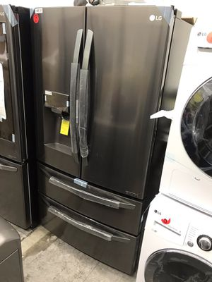 NEW LG BLACK STAINLESS STEEL 4 DOOR REFRIGERATOR WITH ICE / WATER DISPENSER AND SMART CONNECT & EXTRA ICE DISPENSER IN FREEZER for Sale in Azusa, CA
