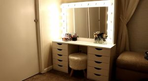 Vanity makeup lighted mirror for Sale in Aurora, CO