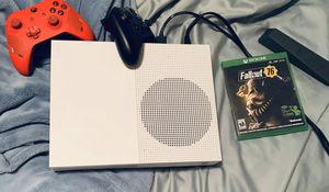 Xbox one S and two controllers and fallout76 and Tom Clancy's division 2 for Sale in Vancouver, WA