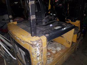 Caterpillar forklift no battery great price running condition for Sale in Bensenville, IL