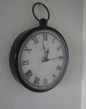 Small wall clock for Sale in Fresno, CA