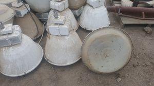 Lamparas usedas pero trabaajan vien for Sale in Manteca, CA