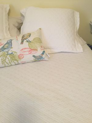 Queen size white bedspread and 2 matching shams for Sale in Pittsburgh, PA