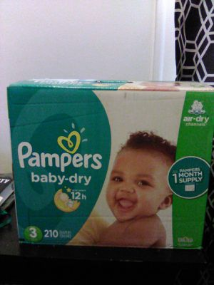 Pampers 210 ct size 3 diapers for Sale in Lincoln Park, MI