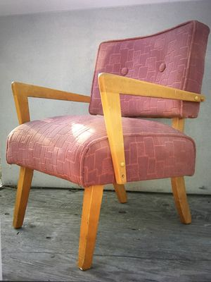 Fabulous vintage pink chair for Sale in Oakdale, CA