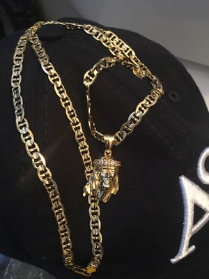 14k Cuban Link brass gold dipped in real gold chains , bracelets ,and rings never turn colors for Sale in Miami, FL