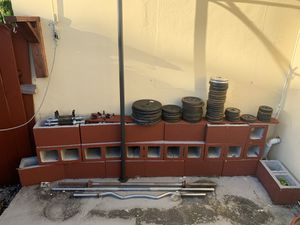 Set de pesas completo / Weight set ( total 400 lb ) for Sale in Miami, FL