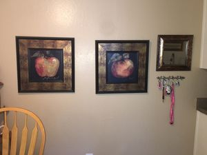 Wall hangings and matching mirror for Sale in Fresno, CA