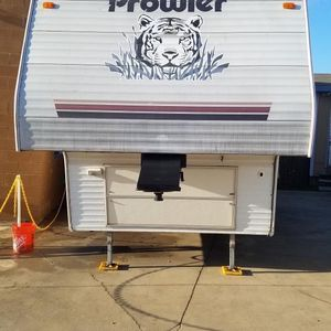 2005 Prowler 5th Wheel With Slide Out for Sale in Crowley, TX