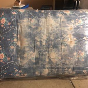 Box Spring (free) for Sale in Dinuba, CA