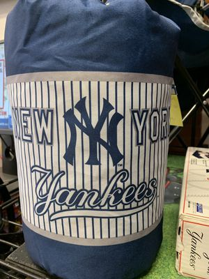 NY Yankees youth slumber bag with duffle for Sale in Indian Orchard, MA