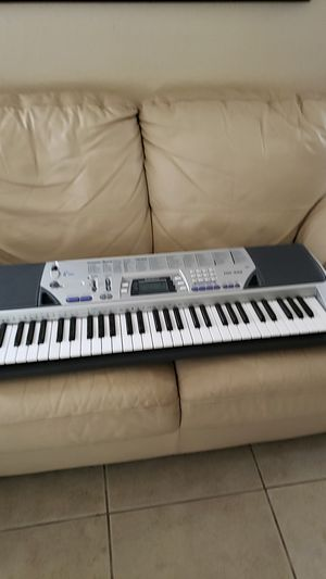 Music Teclado Keyboard with stand for Sale in Homestead, FL