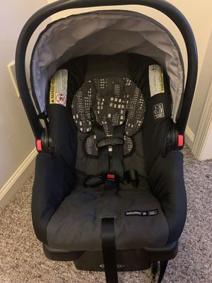 Graco Snug Ride 30 with Click Connect Base for Sale in Nazareth, PA
