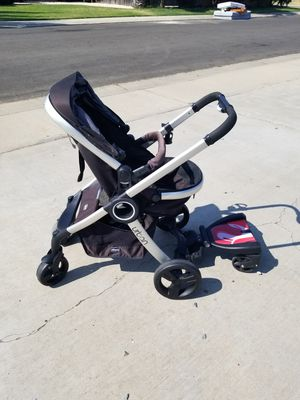 Chico urban stroller w/ Infant car seat& base for Sale in Ceres, CA