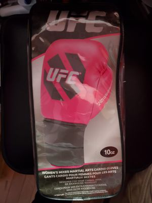 UFC BOXING GLOVES NEW. for Sale in Chicago, IL