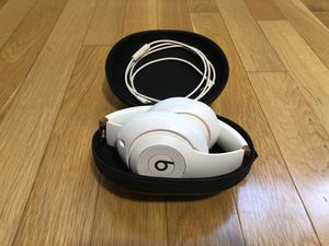 Beats Studio3 Wireless Over-Ear White & Rose Gold for Sale in Santa Monica, CA