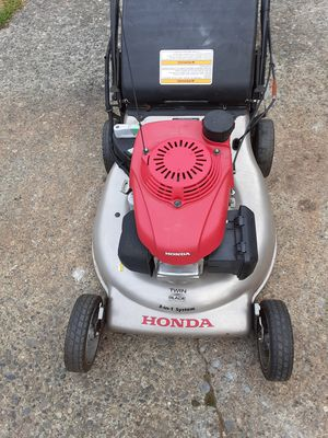 HONDA electric start self-propelled lawn mower for Sale in Everett, WA