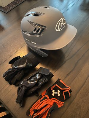 Baseball helmet and gloves selling everything for $18 in good condition for Sale in Rosemont, IL