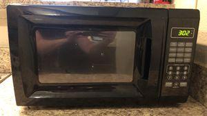 700 Watts Microwave for Sale in McLean, VA