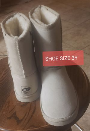 GIRL'S BOOT SIZE 3Y for Sale in Hesperia, CA