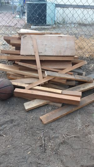 Wood for Fire FREE for Sale in Bloomington, CA