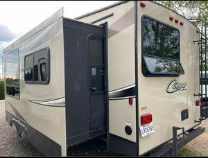2017 5th wheel cougar camper for Sale in Duncan, SC