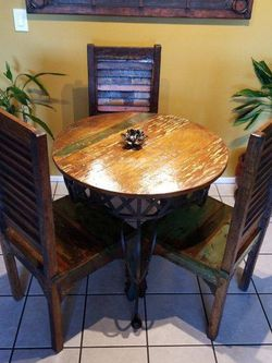Designer Views Kitchen Table & Chairs for Sale in Los Angeles,  CA